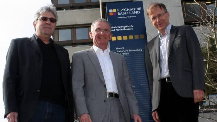 Der CEO der Psychiatrie Baselland Hans-Peter Ulmann (Mitte) mit den beiden Klinikleitern Paul Bächtold (l.) und Joachim Küchenhoff.