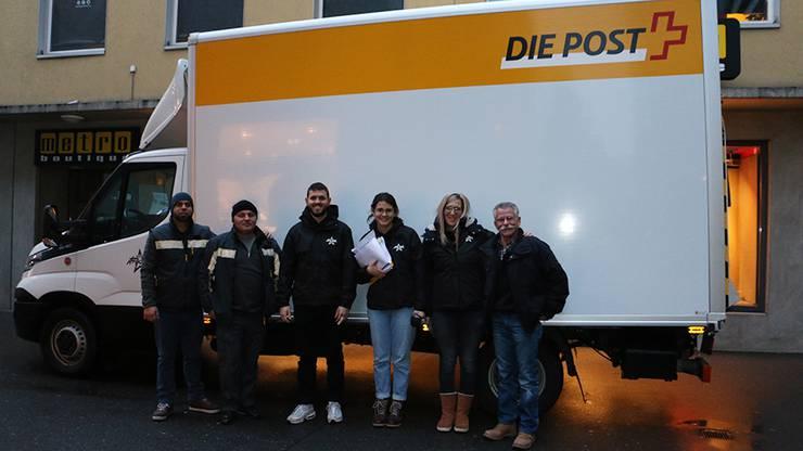 Jetzt geht's los - wir verteilen eure Geschenke mit Post Logistics Dintikon