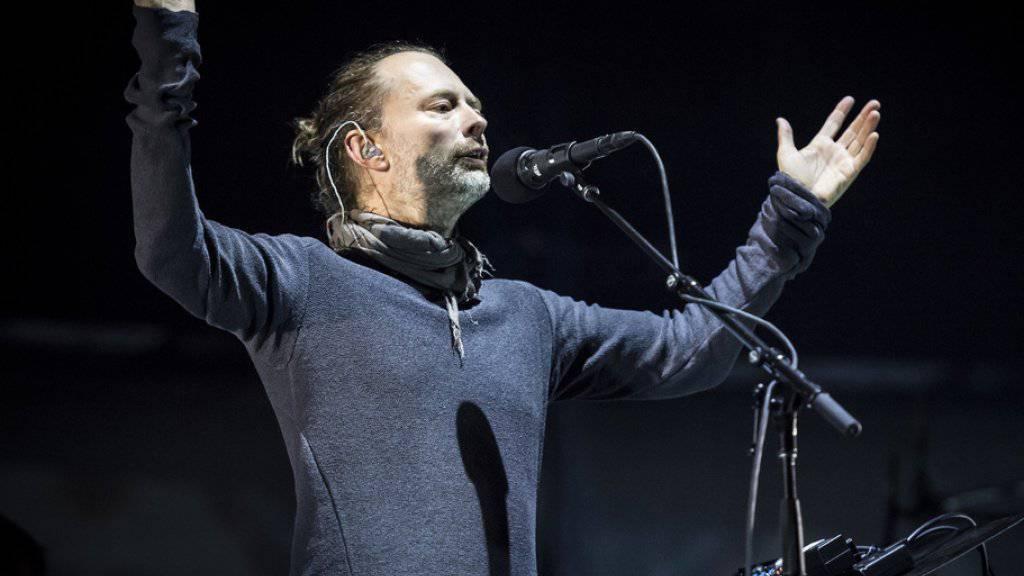 Der Brite Thom Yorke und seine Band Radiohead haben Hackern das Handwerk gelegt. Sie veröffentlichten das gestohlene Material gleich selbst - für einen guten Zweck. (Archivbild)
