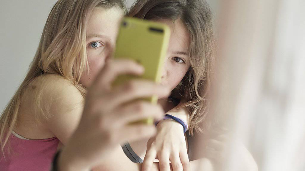 Selbstwertgefühl sinkt in Pubertät nicht