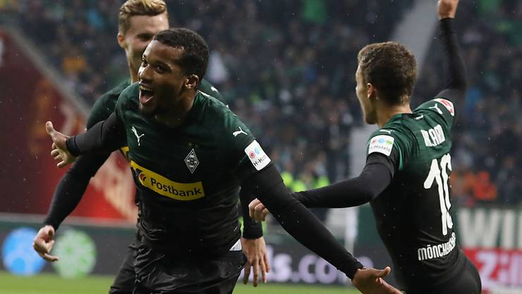 Gladbachs Dreifachtorschütze Alassane Plea nach seinem Führungstor gegen Werder Bremen
