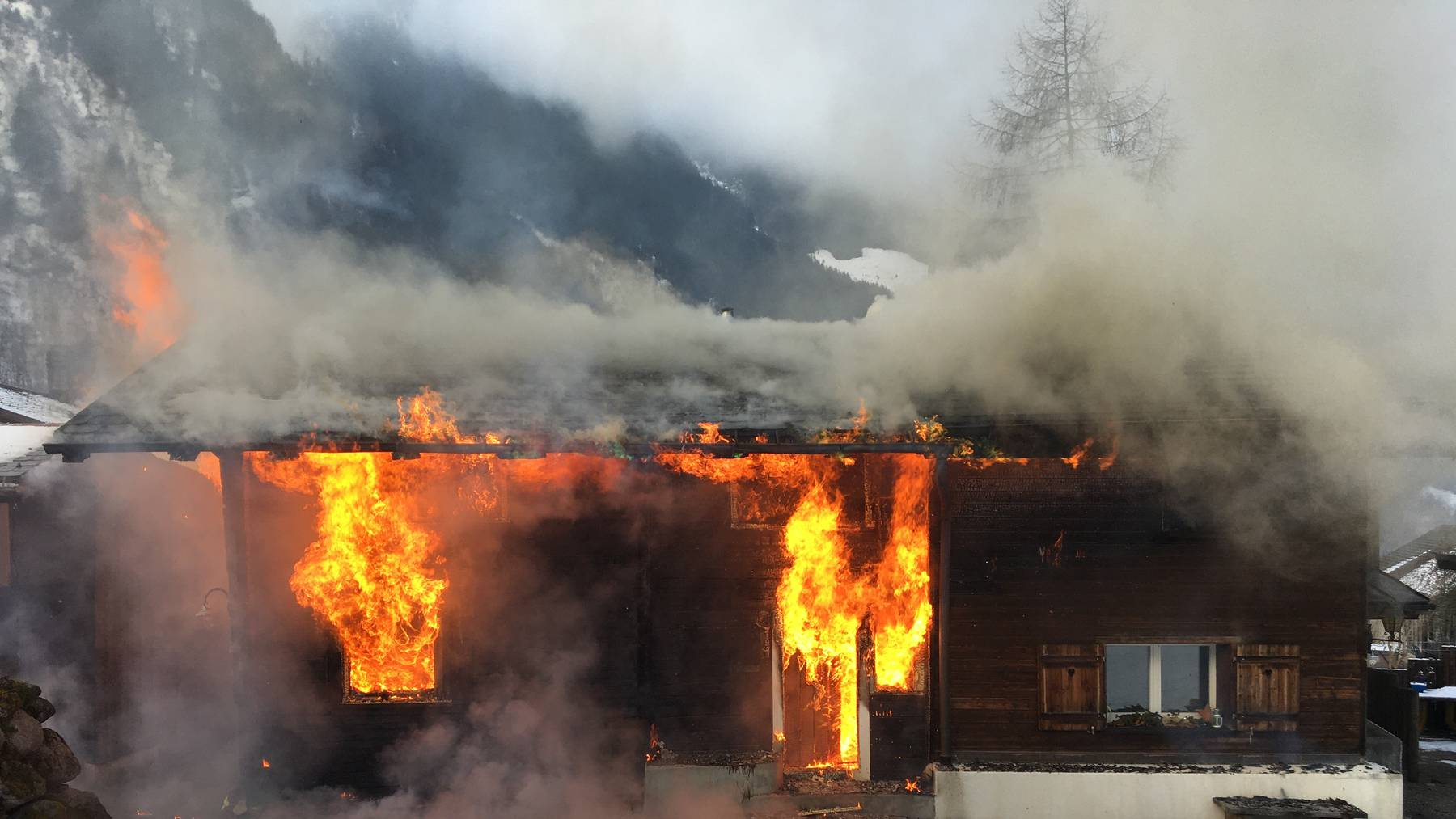 Am Gebäude entstand ein Sachschaden in der Höhe von mehreren hunderttausend Franken.