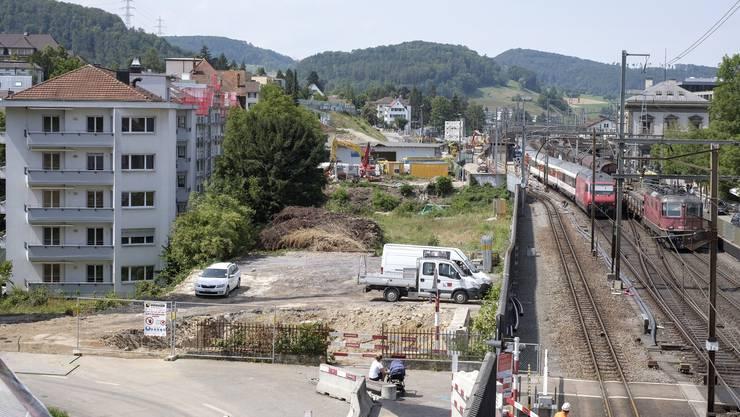 Dem SBB-Vierspurausbau musste ein halbes Dutzend Gebäude links der heutigen Gleise weichen.