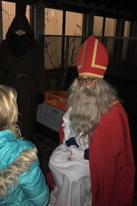 In Erlinsbach nahmen sich der Samichlaus und seine zwei Schmutzlis Zeit für die Kinder.