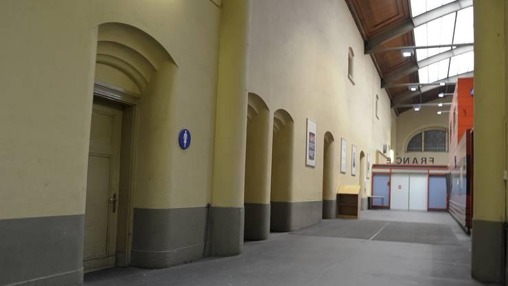 In der Frauentoilette am Basler Bahnhof wurde die Frau von den beiden Männern vergewaltigt