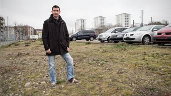 Andreas Geringer auf dem jetzigen provisorischen Standplatz für Fahrende beim Bahnhof St.Johann. Roland Schmid/Archiv