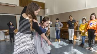 Besonders Aktionen wie das Dancing-Classroom-Projekt erhalten Lob vom Kanton.