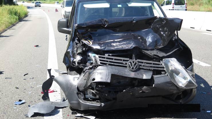 Bei der Ausfahrt Reinach Nord verunfallten am Dienstag vier Fahrzeuge.
