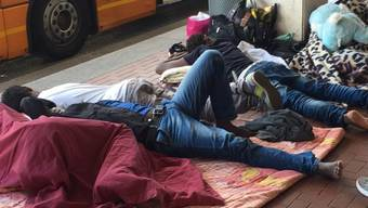 Flüchtlingshelfer Fabian Dingetschweiler kocht für Flüchtlinge in Como