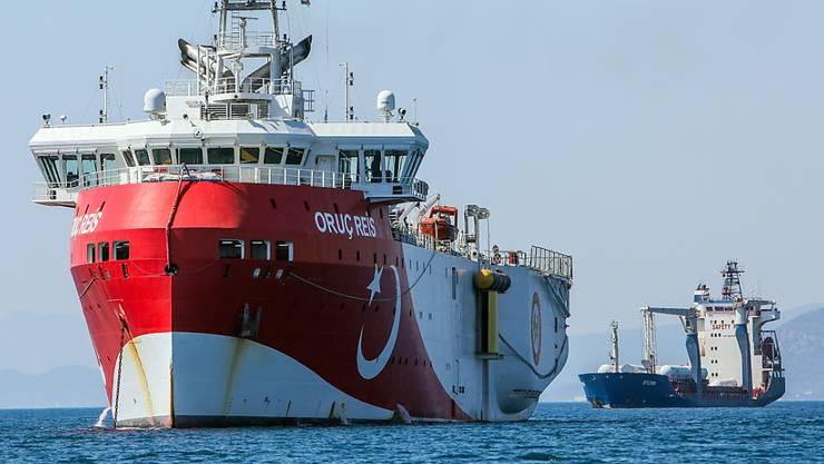 ARCHIV - Das türkische Forschungsschiff «Oruc Reis» ankert vor der Küste Antalyas im Mittelmeer. Foto: Ibrahim Laleli/DHA/AP/dpa