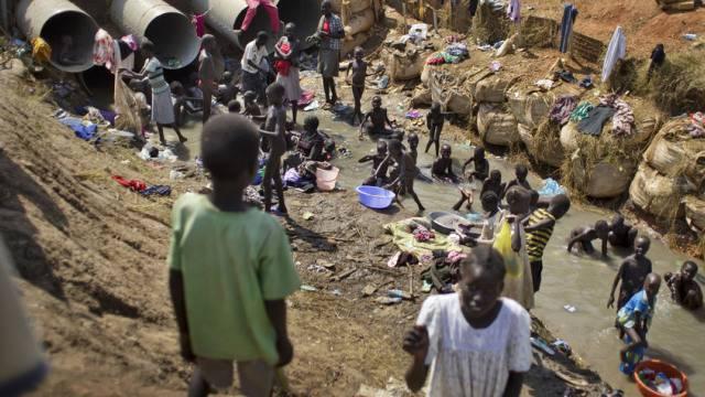 Flüchtlinge beim Waschen in einem UNO-Lager in Südsudan