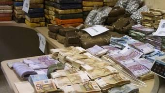 Unter anderem wurden auch zwei Millionen Euro Bargeld beschlagnahmt