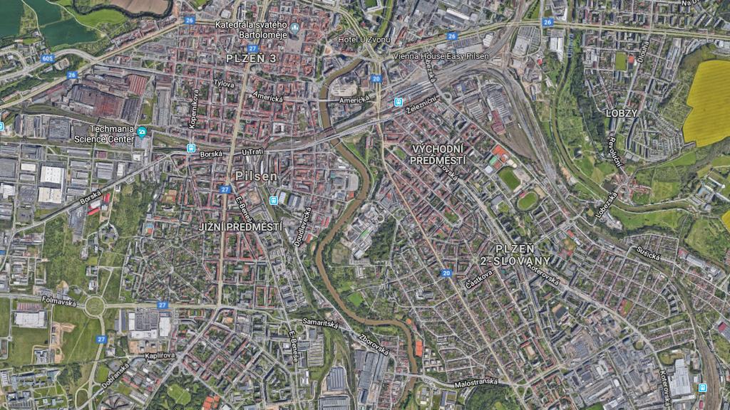 Der Helikopter stürzte bei einer Fabrik in der tschechischen Stadt Pilsen ab.