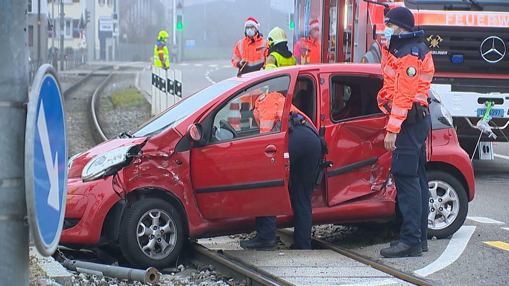 Matzingen (TG): Zug rammt Auto auf Bahnübergang
