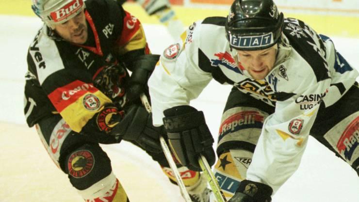 1996: Michael Nylander (r.) im Einsatz für den HC Lugano.