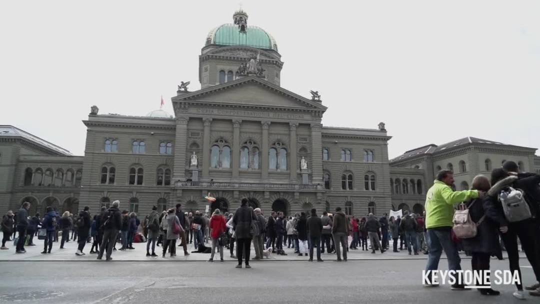 "Mehrere hundert bei ""Mahnwache"" in Bern gegen Coronamassnahmen"