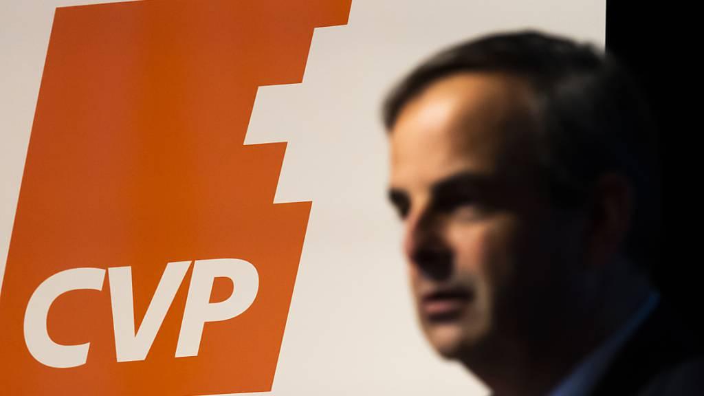 Turbulenzen wegen des Abschieds vom «C»: CVP-Parteipräsident Gerhard Pfister sieht sich vor der Delegiertenversammlung vom kommenden Samstag mit einer Beschwerde ans parteiinterne Schiedsgericht konfrontiert. (Archivbild)