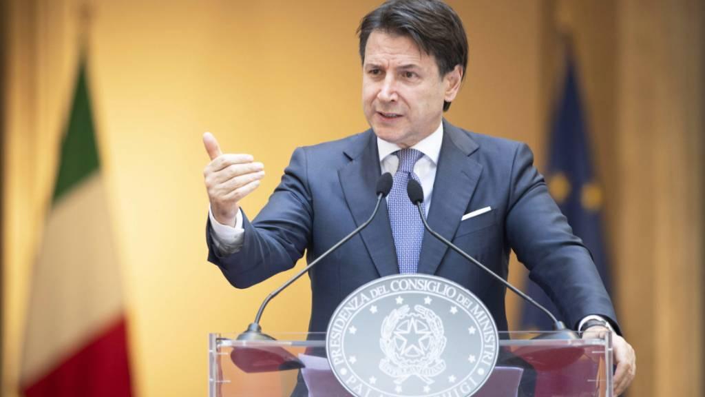 Italiens Regierungschef Giuseppe Conte sieht sich wegen der Coronakrise, die in der Region Bergamo besonders viele Todesopfer gefordert hat, mit einer Strafklage konfrontiert. (Archivbild)