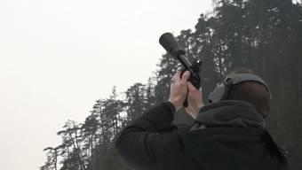 Die Waffe verschiesst ein Netz auf bis zu 50 Meter hoch fliegende Objekte – so sieht das aus.
