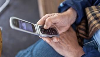 Mit vielen älteren Handys kann man ab dem kommenden Jahr nicht mehr im Swisscom-Netz telefonieren. (Symbolbild)