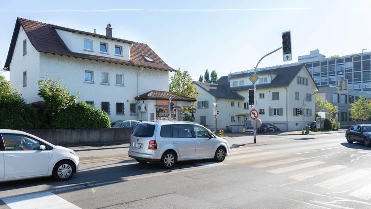 In Aarau bekommen einige Gebäude Lärmschutzfenster. Eines ist die Tellistrasse 66 mit der Pizzeria Telli vis-à-vis des Tellizentrums.