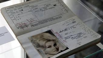 Ein Stück aus dem Nachlass von Zs Zsa Gabor, der am Samstag versteigert wird: ihr Reisepass aus dem Jahr 1966, in dem ihr Geburtsjahr mit 1928 angegeben wurde. In Wahrheit war sie elf Jahre älter.