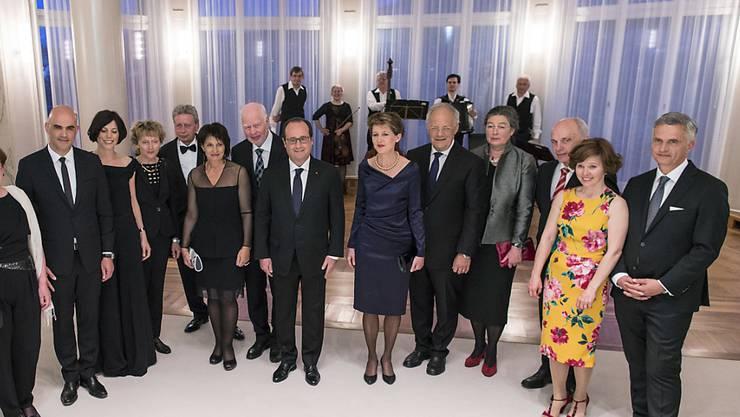 Der französische Präsident Francois Hollande hat bereits bei seinem Besuch von Mitte April 2015 in Bern persönlichen Kontakt mit dem Bundesrat gehabt (Bild). Nun trifft er sich am Samstag im französischen Colmar mit Bundespräsident Johann Schneider-Ammann.