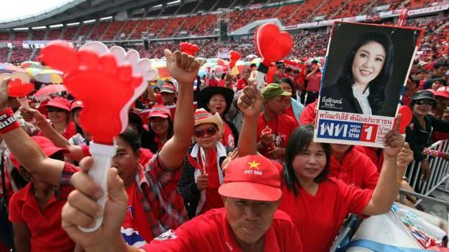 Regierungsanhänger bekunden in Bangkok ihre Loyalität