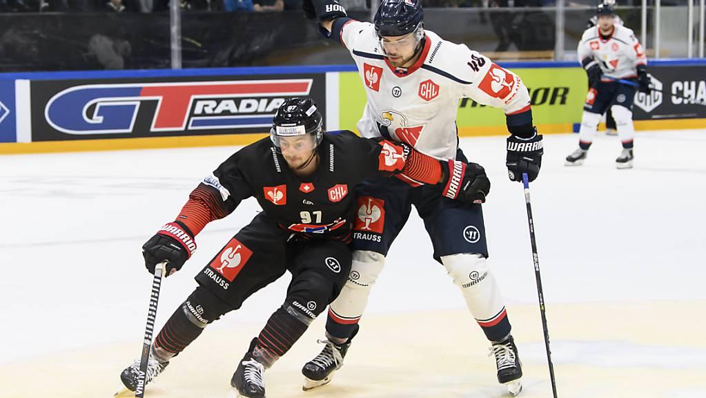 Nathan Marchon, Gottérons Torschütze zum frühen 2:0, behauptet sich gegen den Slowaken Daniel Gachulinec