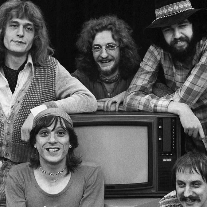 Die Schweizer Rockband Rumpelstilz in einer Aufnahme vom 12. April 1972. Hintere Reihe, von links nach rechts: Hanery Amman, Schifer Schafer und Milan Popovich, vorne links sitzt Polo Hofer, rechts Küre Güdel.