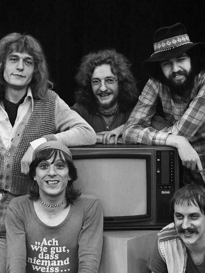 Die Schweizer Rockband Rumpelstilz in einer Aufnahme vom 12. April 1972. Hintere Reihe, von links nach rechts: Hanery Amman, Schifer Schafer und Milan Popovich, vorne links sitzt Polo Hofer, rechts Küre Güdel. (© Keystone)