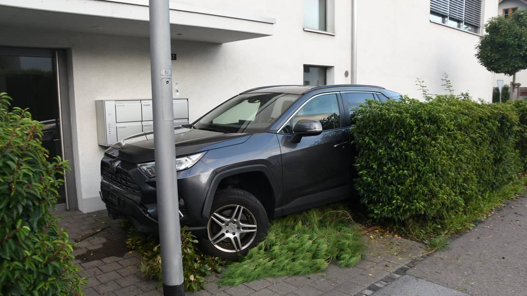 35-Jährige fährt betrunken Auto und baut Unfall