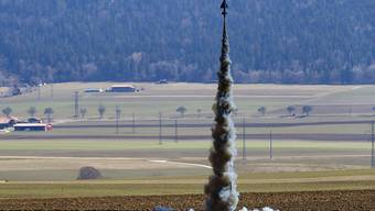 Abschuss für den Flug in 2000 Metern Höhe: Forscher der ETH Lausanne haben am Samstag ihre Rakete für einen Wettbewerb in den USA getestet.