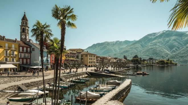 La dolce vita – im Dorf Ascona am Lago Maggiore lässt es sich schlendern, schlemmen und shoppen. Foto: Ivo Scholz/swiss-image.ch