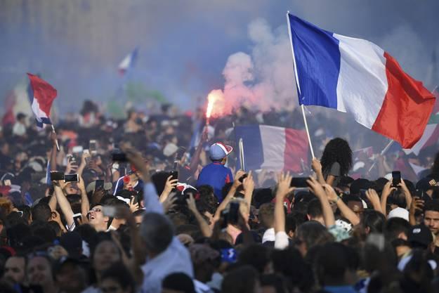 Die Weltmeister auf der Champs-Elysee.