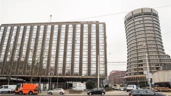 Wo heute das Hilton steht, soll in drei Jahren ein neuer Turm stehen. Nun hat sich ein weiterer Gegner des Bauvorhabens zurückgezogen.