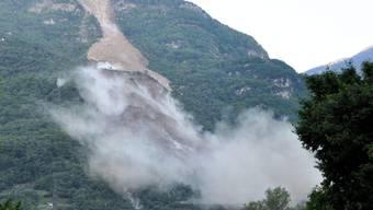 In Preonzo stürzen 300'000 Kubikmeter Fels ins Tal