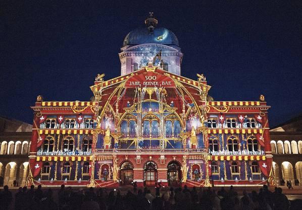Seit zehn Jahren erstrahlt das Bundeshaus in opulenten Farben.