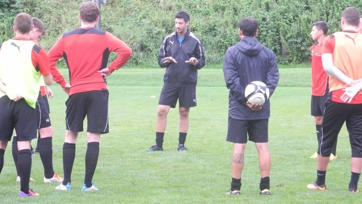 Bereit für die Saison: Trainer Vincenzo Meo (Mitte) hat den ganzen Sommer hindurch am neuen Gesicht der Mannschaft gearbeitet. Céline Feller
