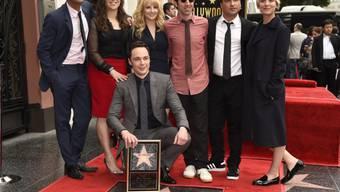 Jim Parsons enthüllt mit seinen Kollegen seinen Stern