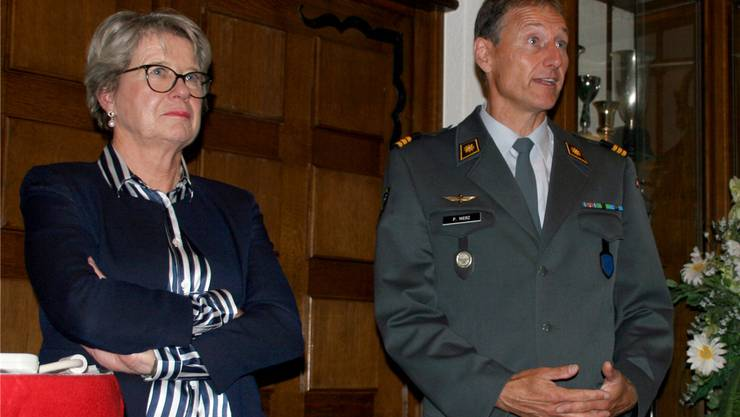 Nationalrätin Corina Eichenberger und Oberst Peter Merz informierten in Eiken über die Beschaffung neuer Kampfflugzeuge. Foto: Charlotte Fröse