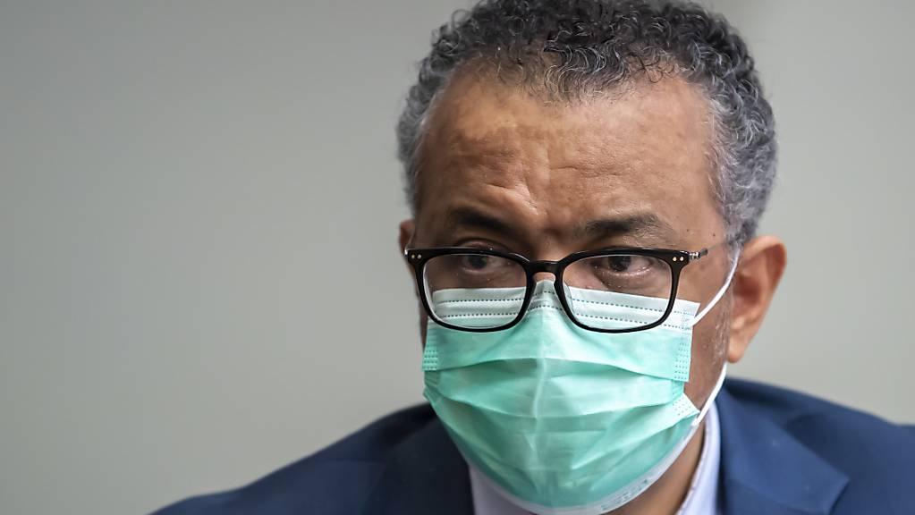 Der Generaldirektor der Weltgesundheitsorganisation, Tedros Adhanom Ghebreyesus, begibt sich in häusliche Isolation, nachdem er Kontakt mit einer Person hatte, die sich mit dem Coronavirus infiziert hat. (Archivbild)