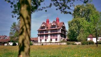 """In der Ital Reding-Hofstatt in Schwyz haben Künstler die Ausstellung """"Mutter Erde bittet zu Tisch"""" arrangiert. (Handout)"""
