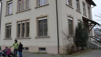 Das Gemeindehaus im knapp 1500 Einwohner zählenden Reusstaldorf Fischbach-Göslikon hat seinen Zenit überschritten.