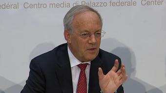 Bundesrat Johann Schneider Amman an der Medienkonferenz