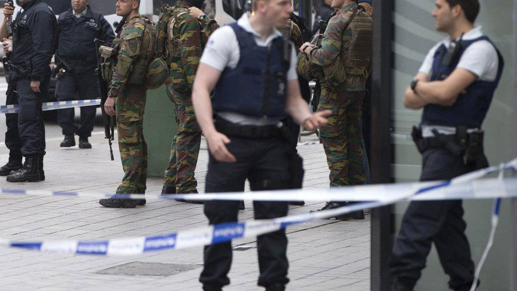 Ein Bombenalarm löste in der belgischen Hauptstadt einen grossangelegten Anti-Terror-Einsatz aus. Die Sicherheitsbehörden sperrten in der Brüsseler Innenstadt das Gebiet um ein Einkaufszentrum grossräumig ab.