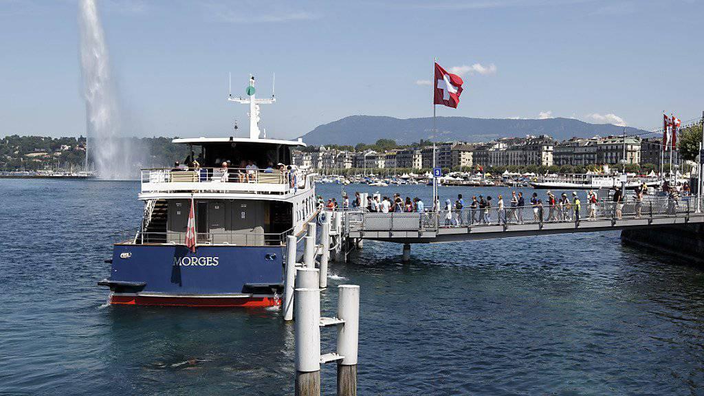 Touristen sollen wieder vermehrt in die Schweiz kommen. Darum will die Branche sich dem Wandel stellen, wie Vertreter an Feierlichkeiten in Genf betonten. (Symbolbild vom Genfersee)