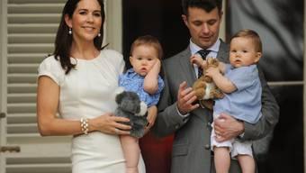 Wie schnell die Zeit vergeht: Die Zwillinge Josephine (links) und Vincent des dänischen Kronprinzenpaars Mary und Frederik sind inzwischen schon 6 Jahre alt und gehen in die Schule. (Archivbild)