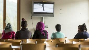 Mit dem neuen Paragrafen hätten Flüchtlinge aus dem beschleunigten Verfahren einer kantonalen Unterkunft zugewiesen werden können. Nun hat die Regierung ihn zurückgezogen. (Symbolbild)