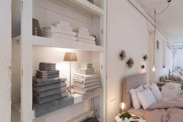 Auch Accessoires bietet Jasmin Wullschleger im Showroom zum Kauf an.